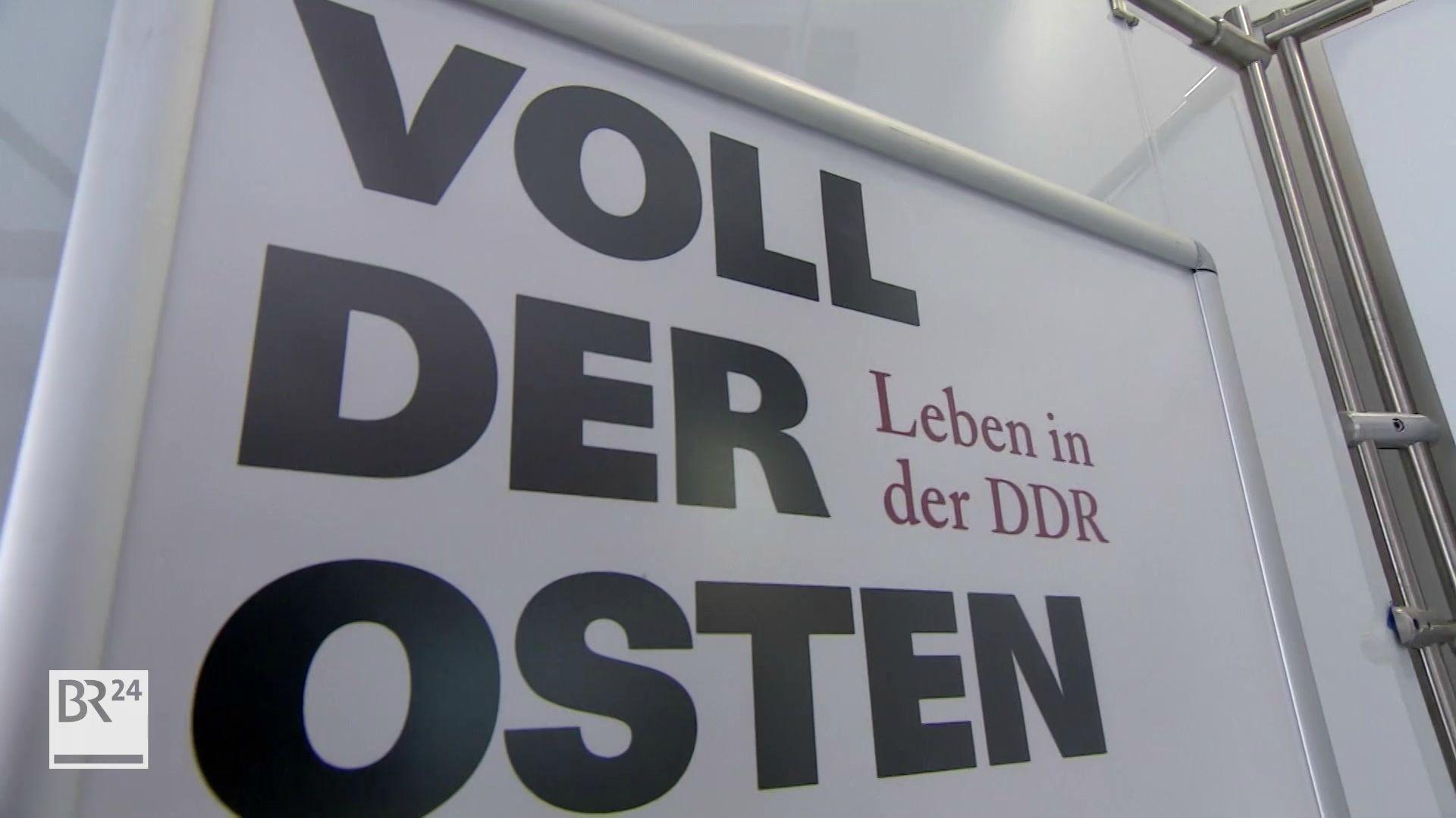 """Plakat zur Ausstellung """"Voll der Osten - Leben in der DDR"""""""