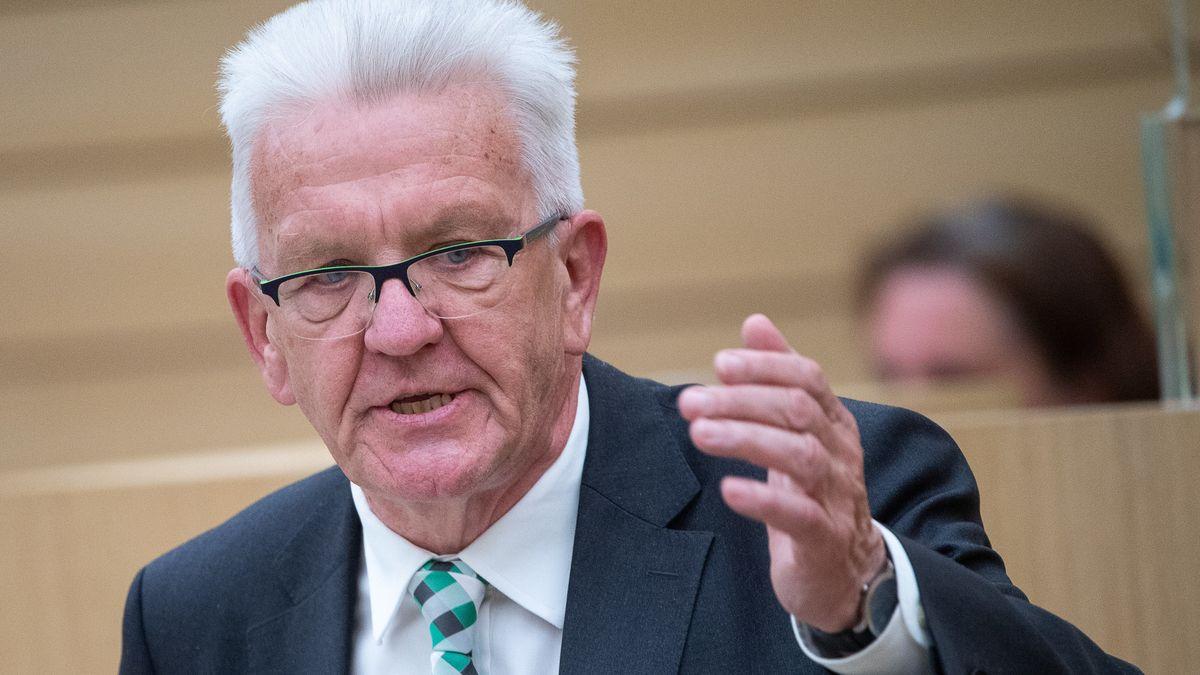 Winfried Kretschmann (Bündnis 90/Die Grünen), Ministerpräsident von Baden-Württemberg, spricht im Landtag