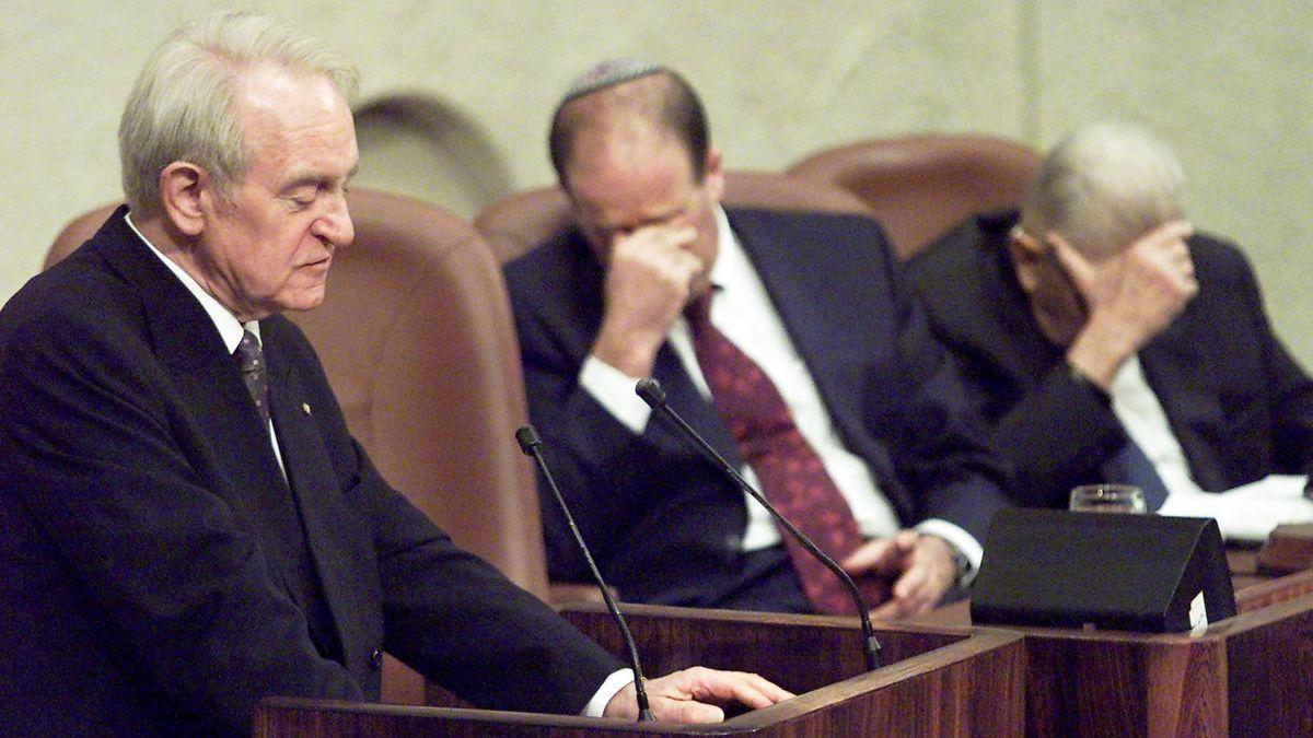 Johannes Rau spricht am 16. Februar 2000 vor der Knesset