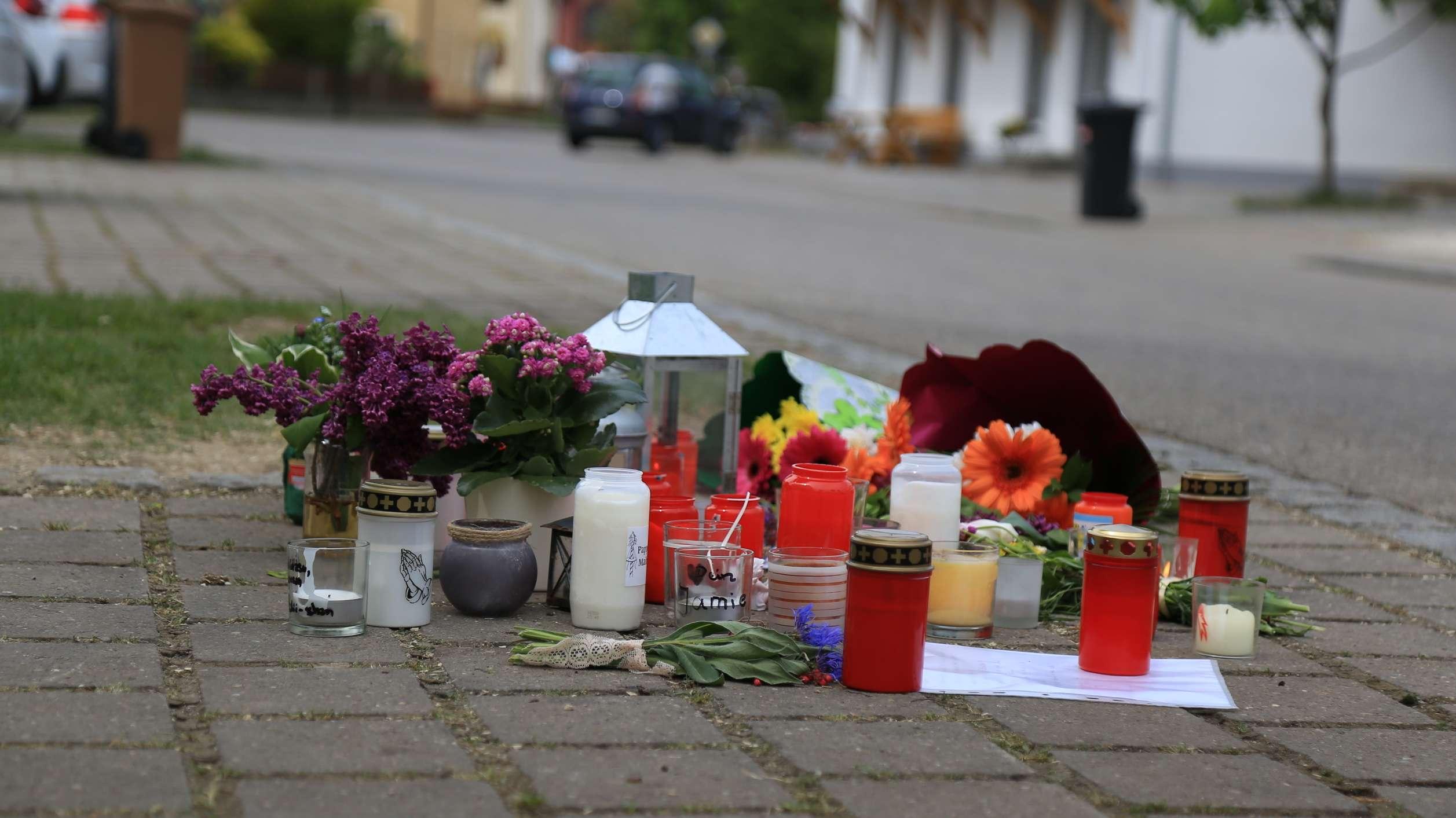 30. April 2018: In Wettelsheim (Lkr. Weißenburg-Gunzenhausen) kommt es zu einem tragischen Maibaum-Unglück, bei dem eine Frau stirbt.