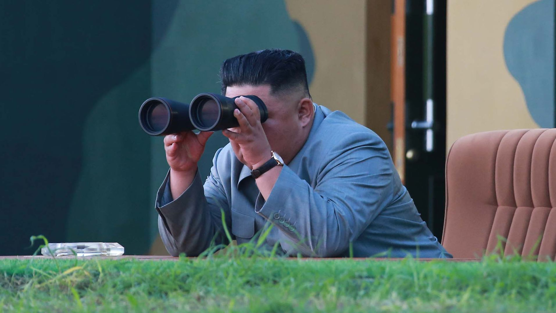 Kim Jong Un, Machthaber von Nordkorea, verfolgt Raketentest