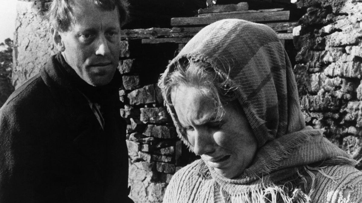 """Max von Sydow im Bergman-Fim """"Schande"""", zusammen mit Liv Ullmann (1968)"""
