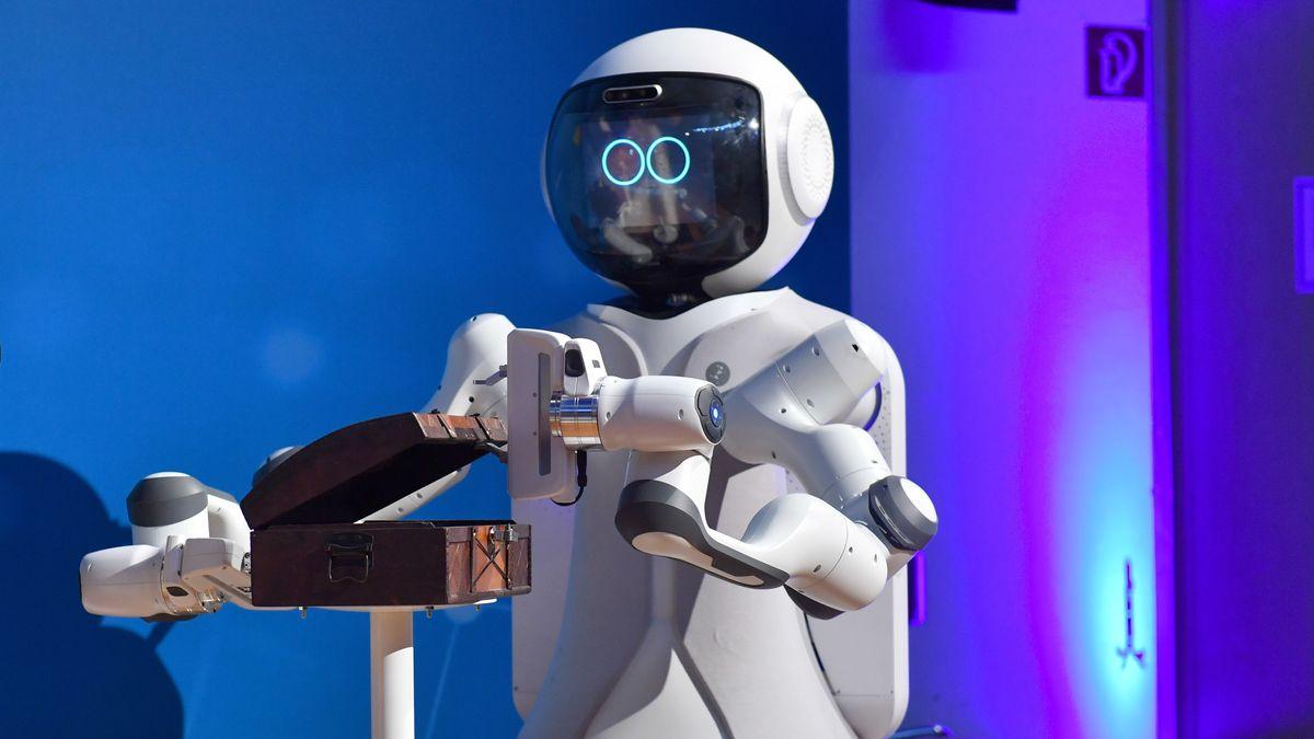 Roboter öffnet Schatulle