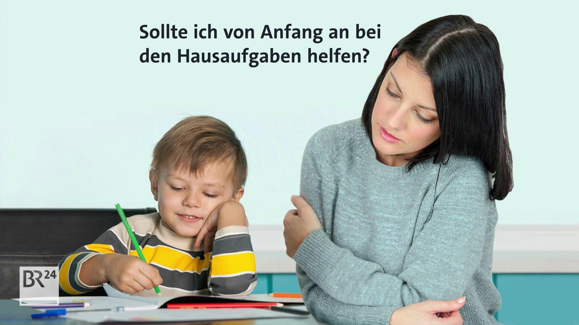 Mutter und Kind bei den Hausaufgaben