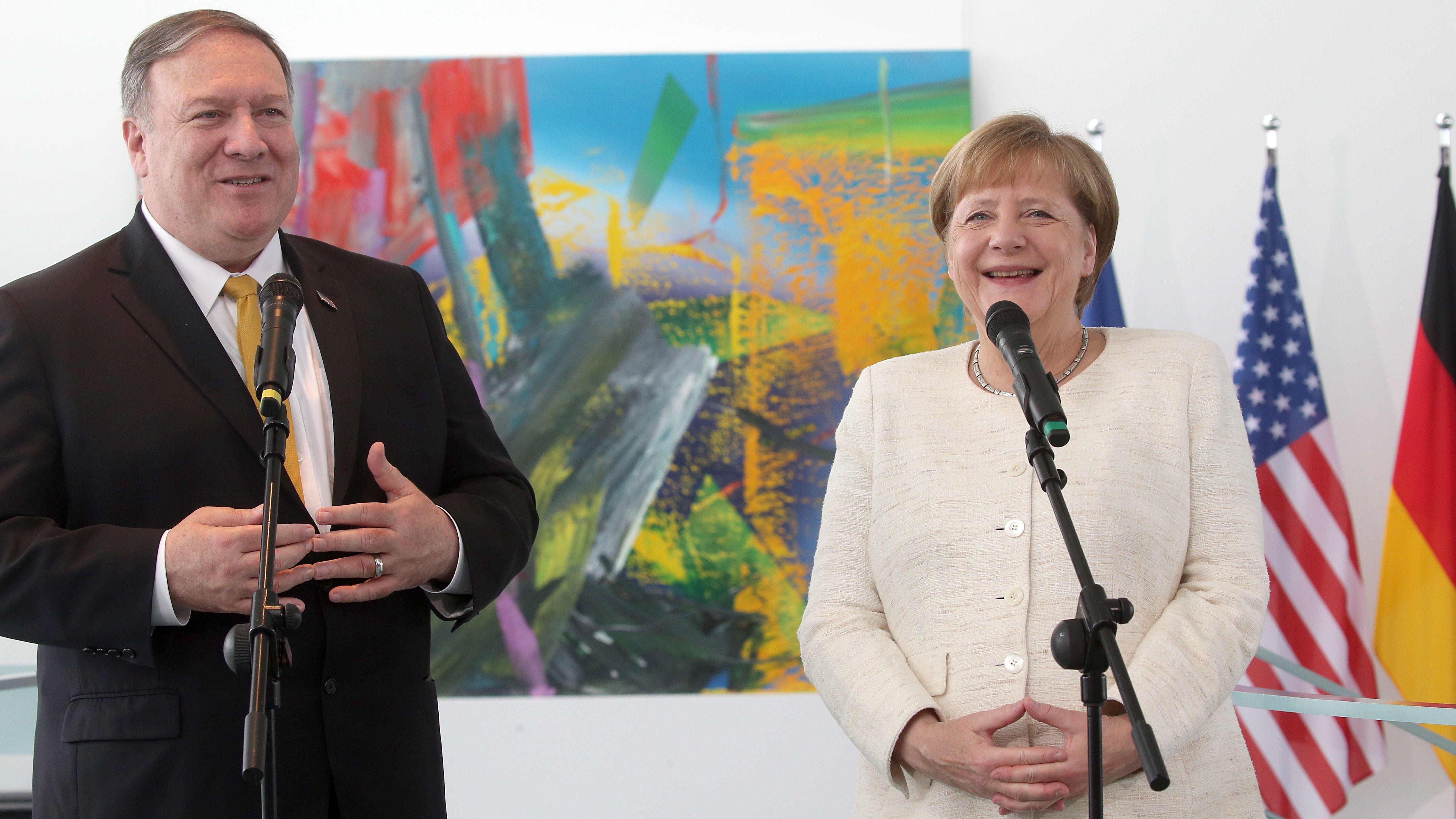 Bundeskanzlerin Angela Merkel bei einem Pressegespräch mit dem amerikanischen Außenminister Mike Pompeo.