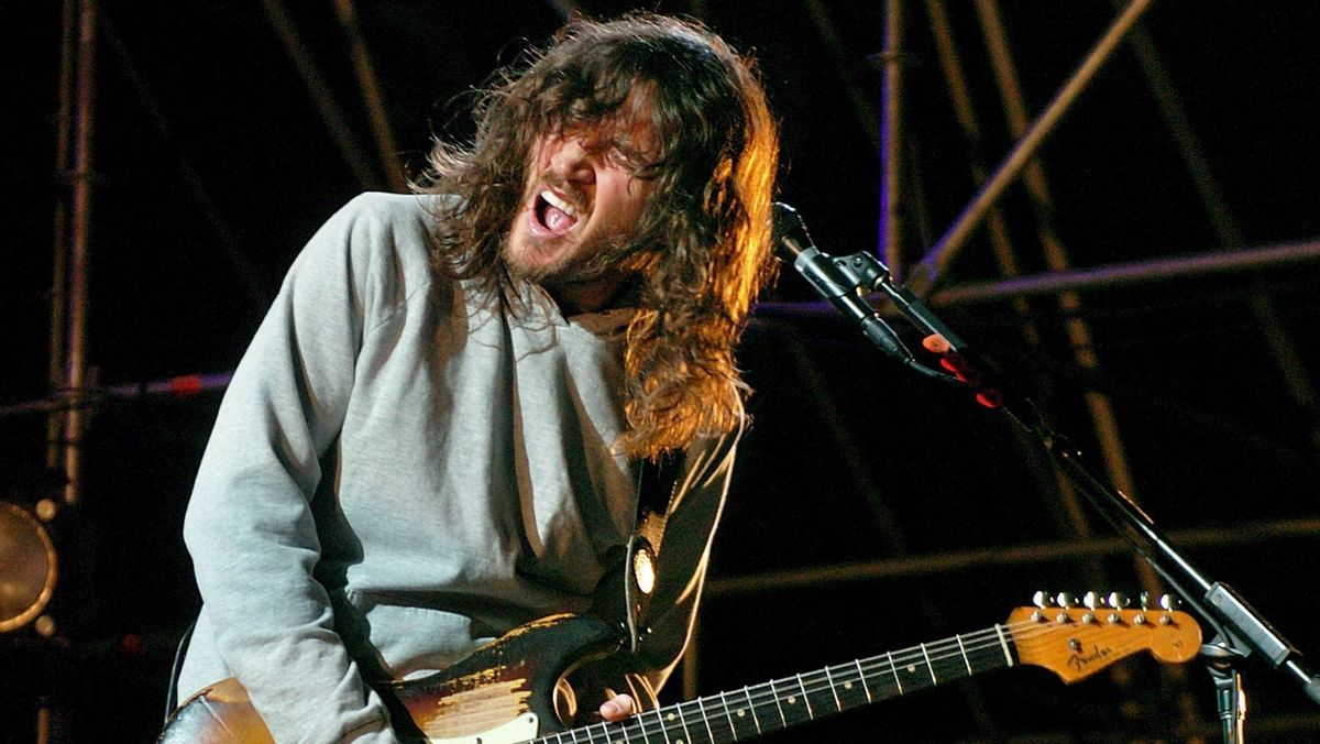 John Frusciante bei einem Konzert bei einem Konzert in Bilbao 2006.