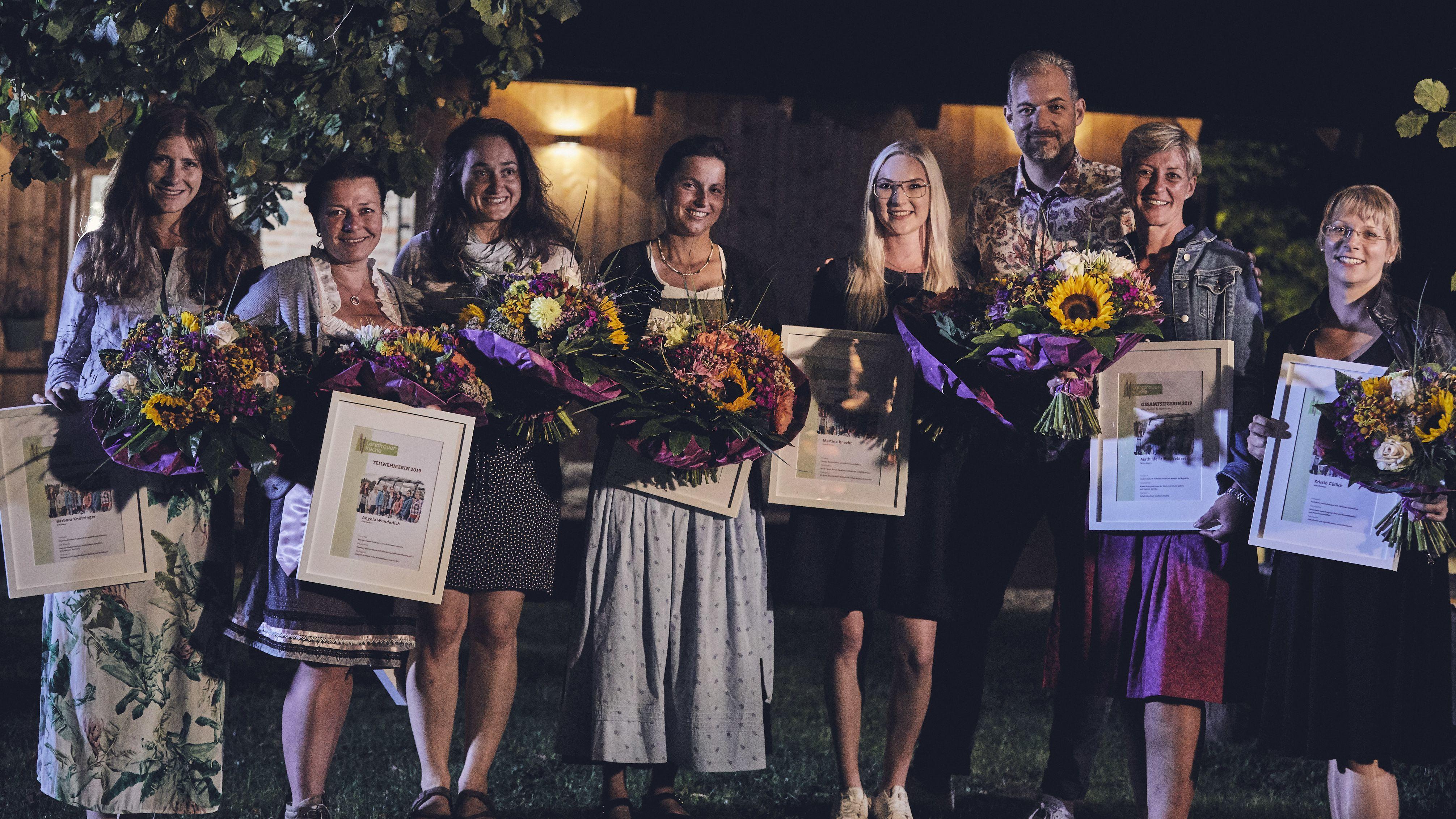 Die sieben Landfrauen zusammen mit Florian Wagner