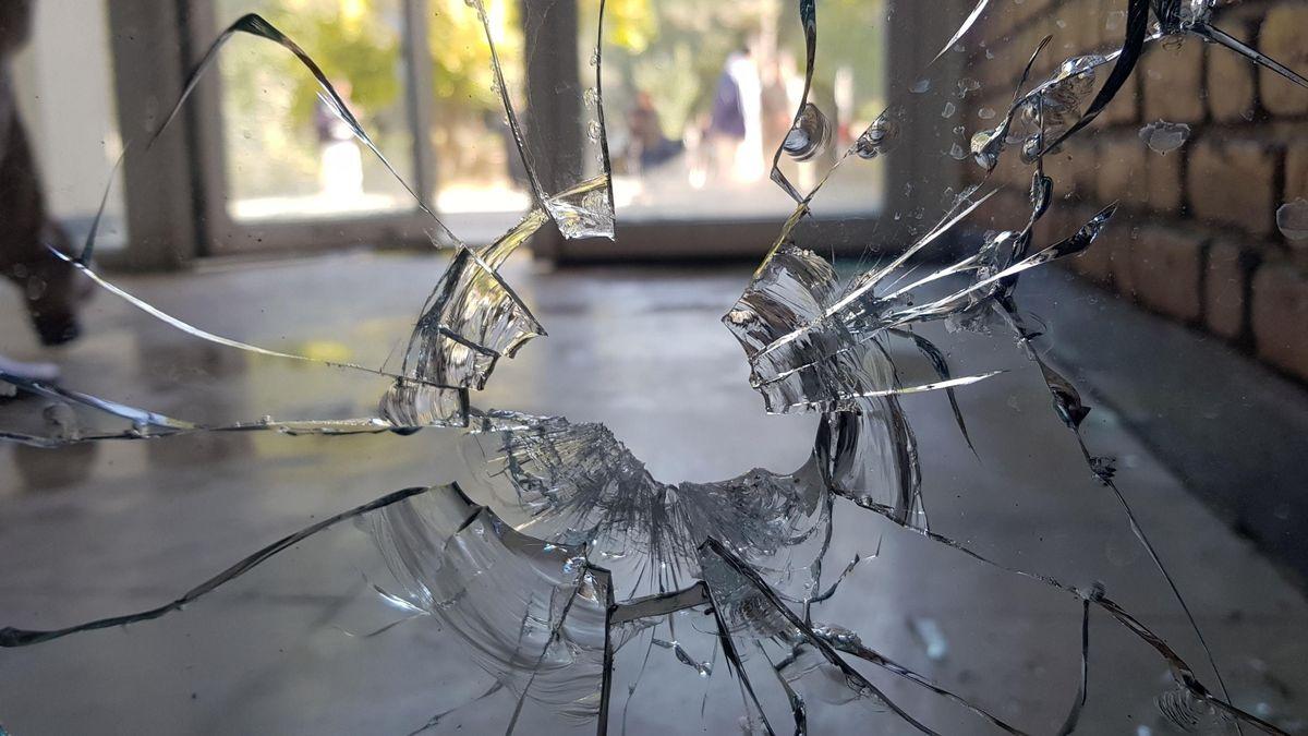 Eine zerbrochene Glasscheibe