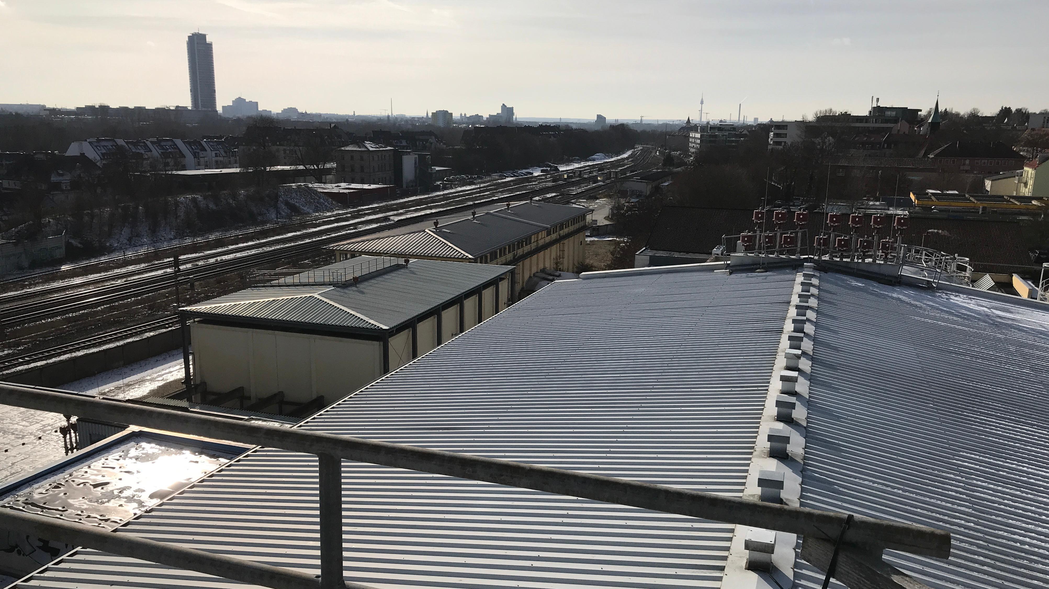 Blick vom Dach auf die Anlage
