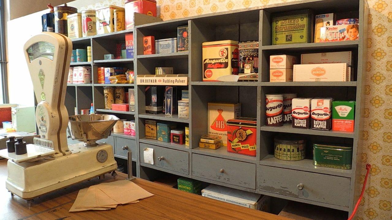 Ein Tante-Emma-Laden in einer Ausstellung in der Hammerschmiede in Naichen