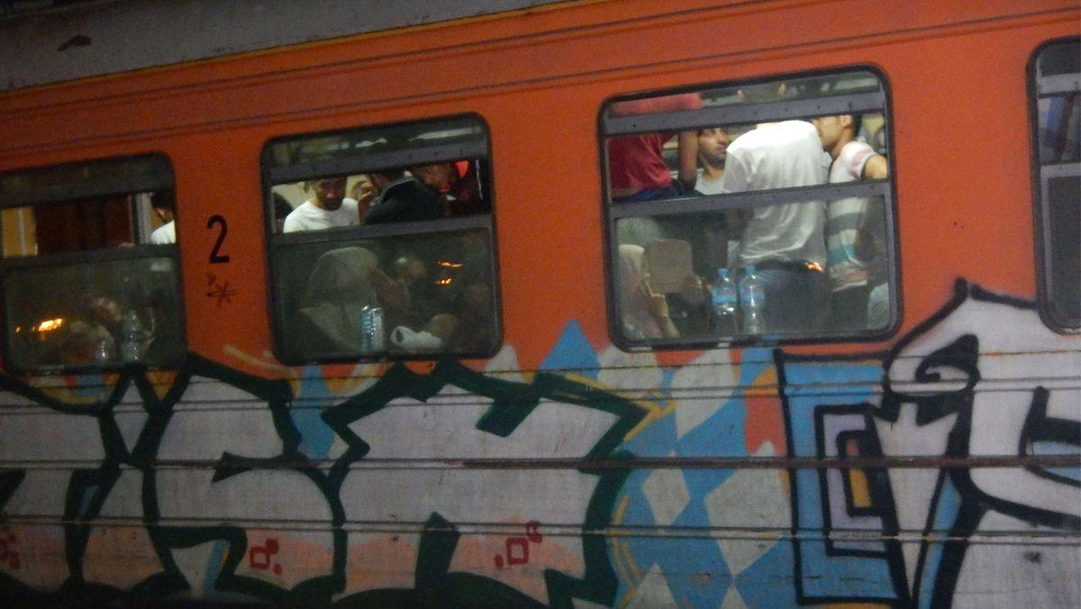 Überfüllter mazedonischer Zug