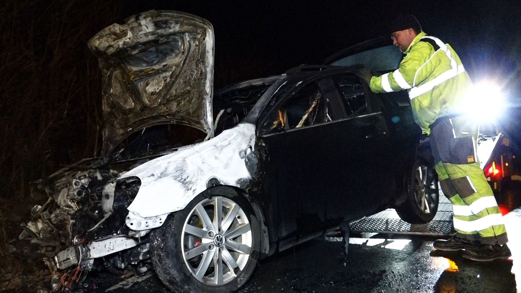 Zusammenstoß in Winterhausen - Autos gehen in Flammen auf