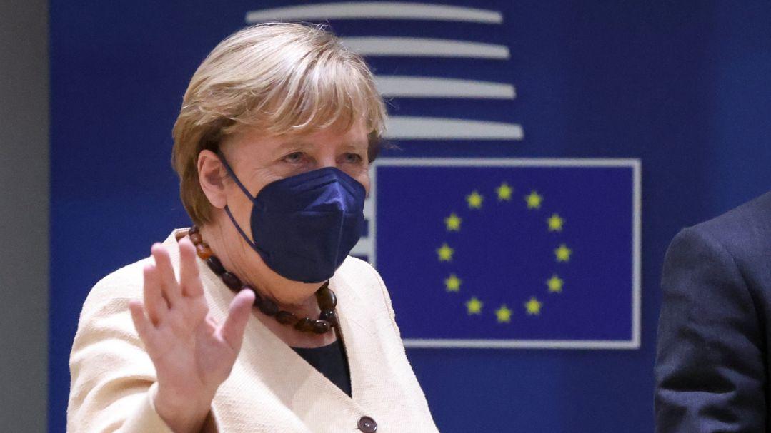 Bundeskanzlerin Angela Merkel (CDU) bei ihrer Ankunft zum EU-Gipfel in Brüssel am 21.10.21.