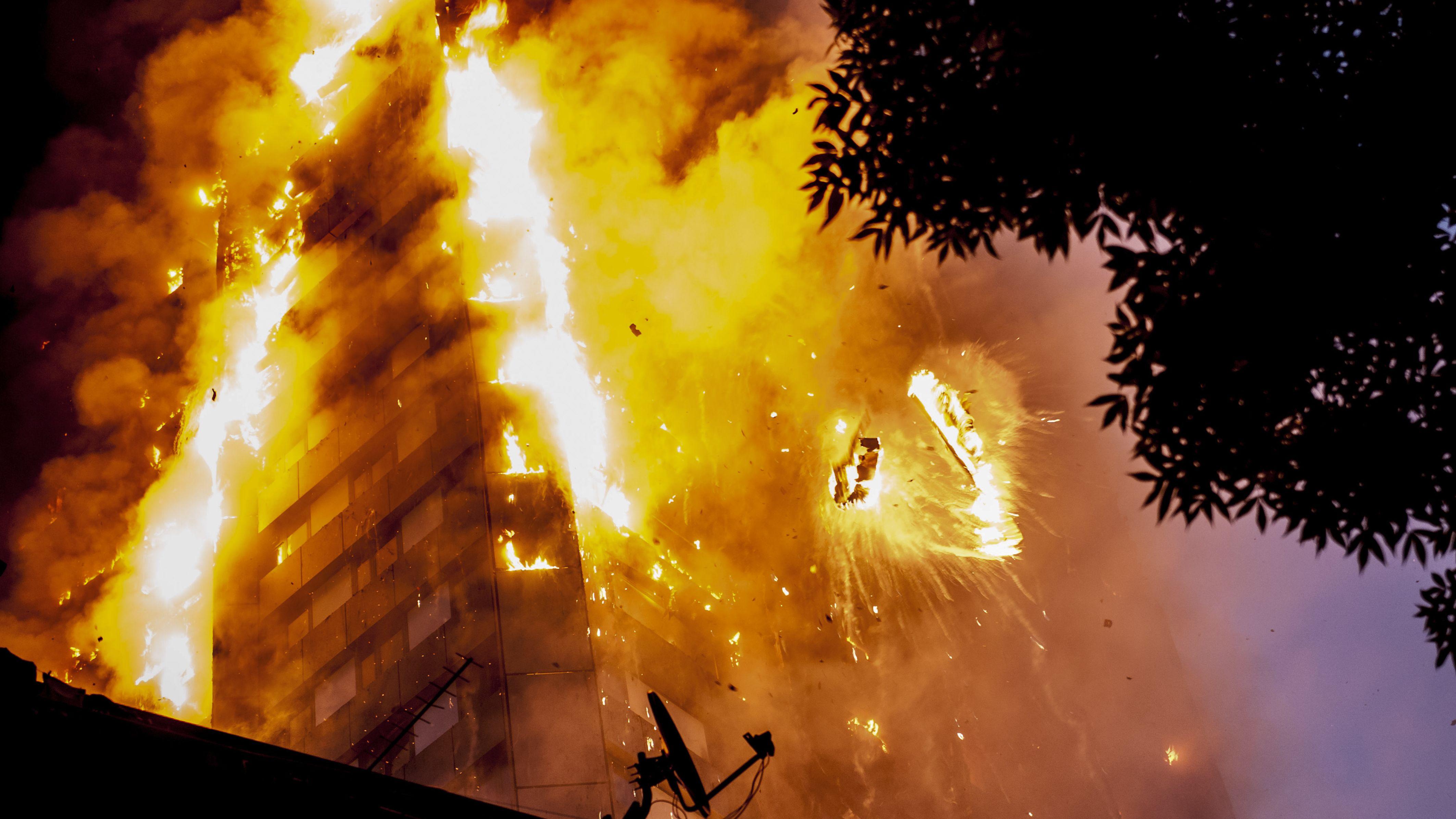 Der brennende Grenfell-Tower im Juni 2017