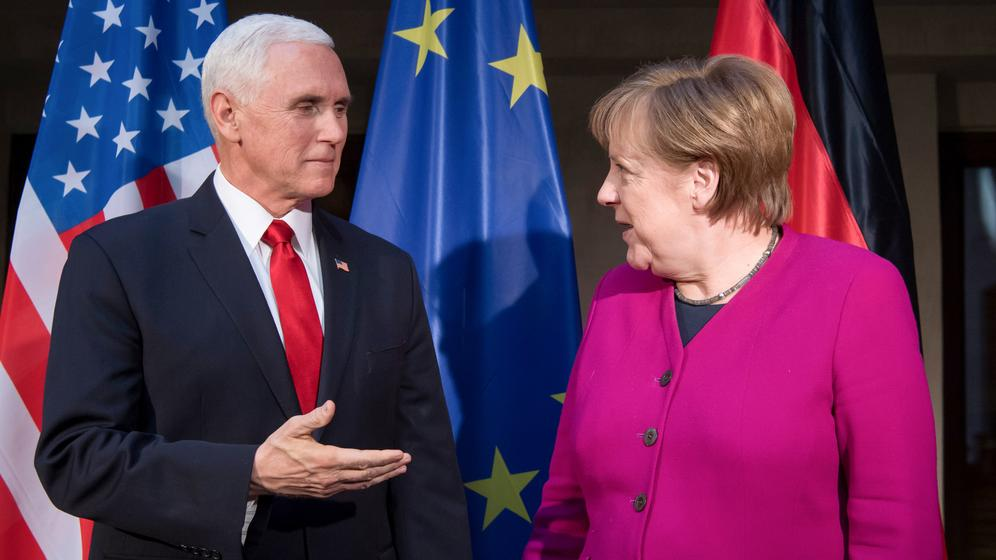 Bundeskanzlerin Angela Merkel und US-Vizepräsident Mike Pence   Bild:dpa-Bildfunk/Sven Hoppe