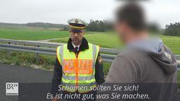 Polizist knöpft sich Gaffer nach tödlichem Unfall vor | Bild:News5