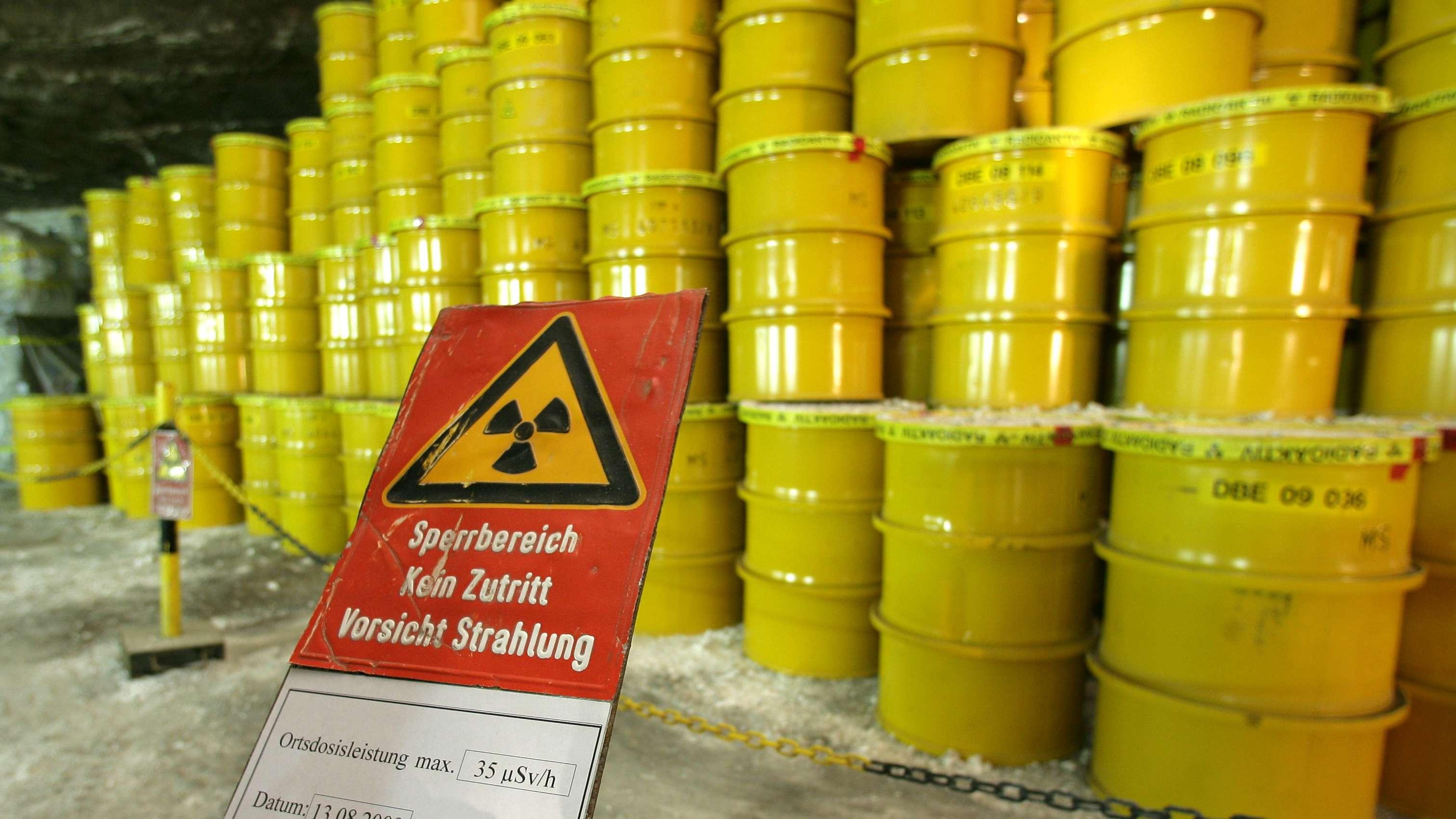 Fässer mit Atommüll im Endlager für schwach radioaktiven Müll Morsleben