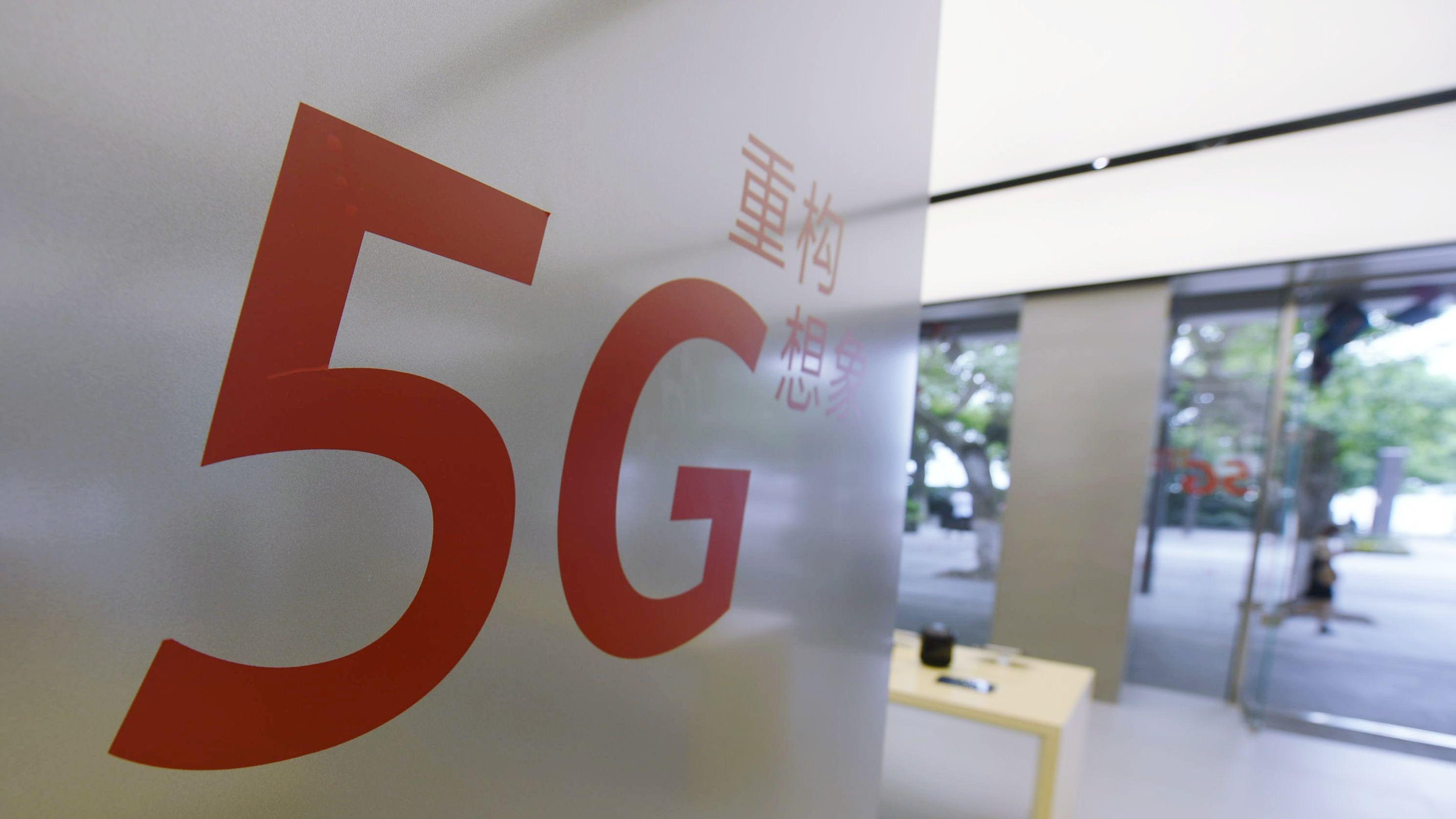5G-Schriftzug in Huawei-Filiale