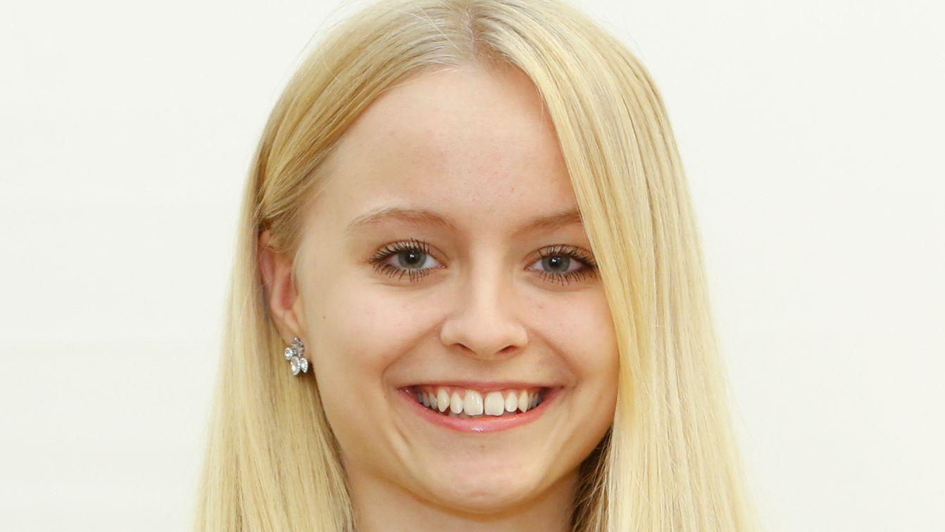 Lara Kroll ist 18 Jahre alt und Schülerin der Lothar-von-Faber-Schule Nürnberg. Ihre Hobbys: Ballett und Klettern.