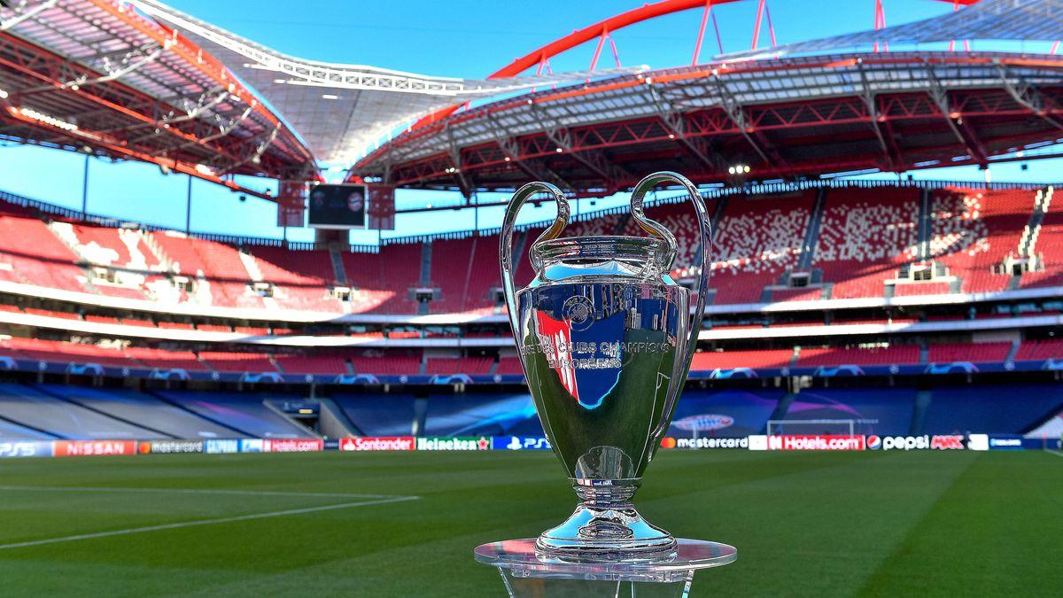 Das Objekt der Begierde: Der Champions League-Pokal im Estadio da Luz in Lissabon. Historisch: Das Finale findet erstmals ohne Zuschauer statt.