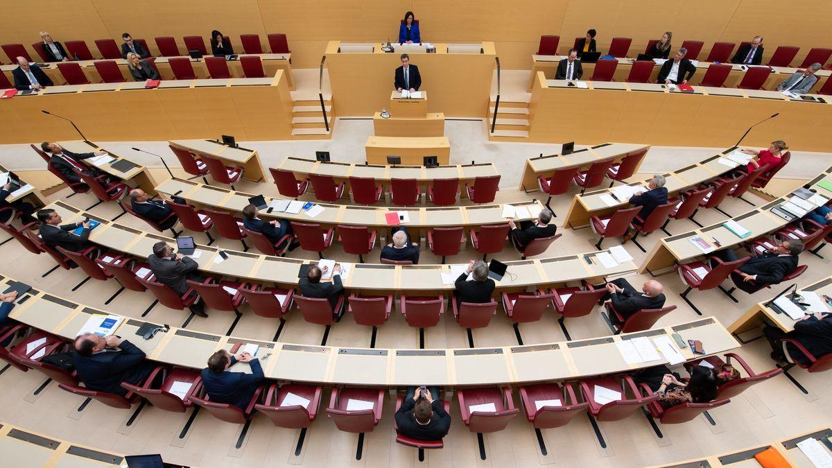 Der bayerische Landtag in reduzierter Besetzung