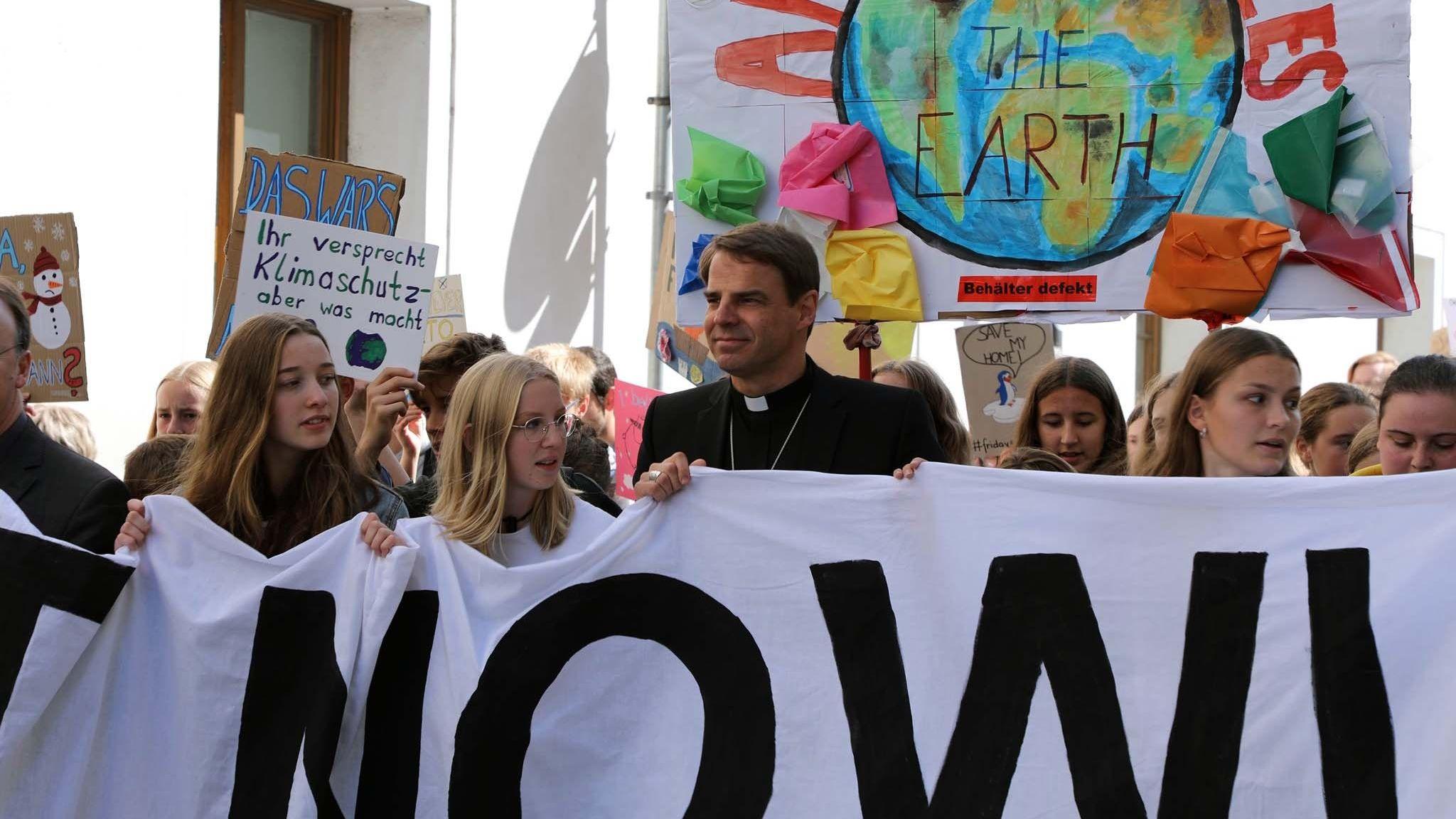 """Bischof Stefan Oster bei der Fridays for Future Demonstration in Passau: """"Beeindruckt von dem, was in unserer Stadt los war!"""""""