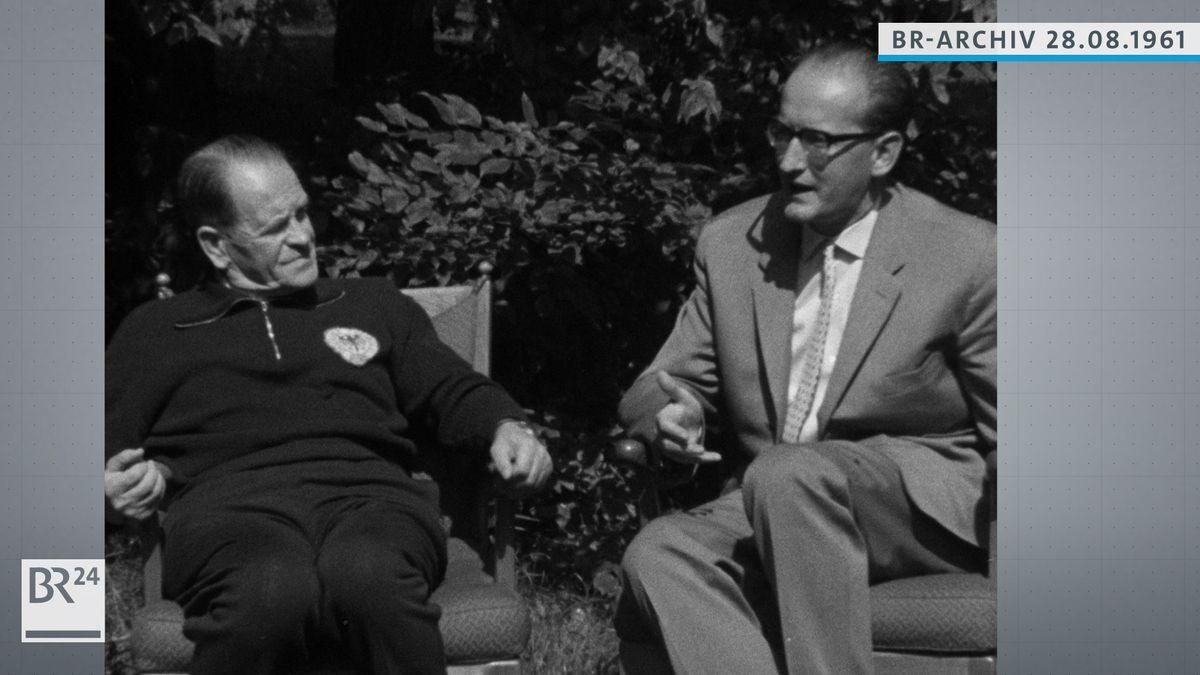 Sepp Herberger im Gespräch mit BR Sportreporter Günther Wolfbauer