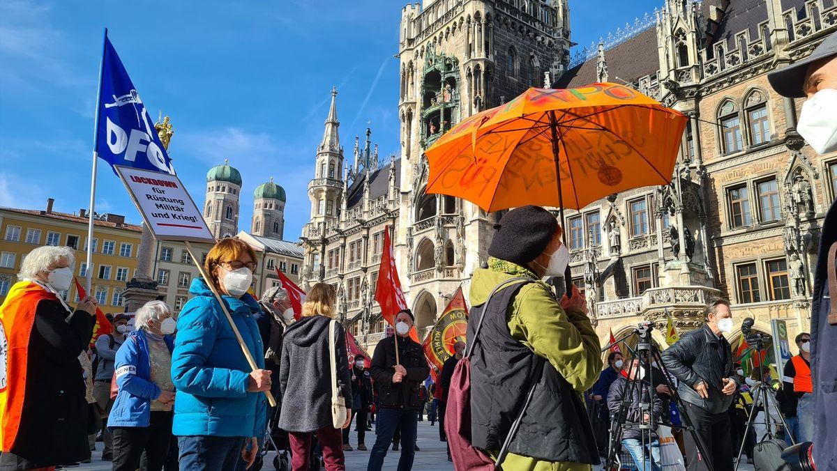 Demo gegen die Münchner Sicherheitskonferenz am Münchner Marienplatz