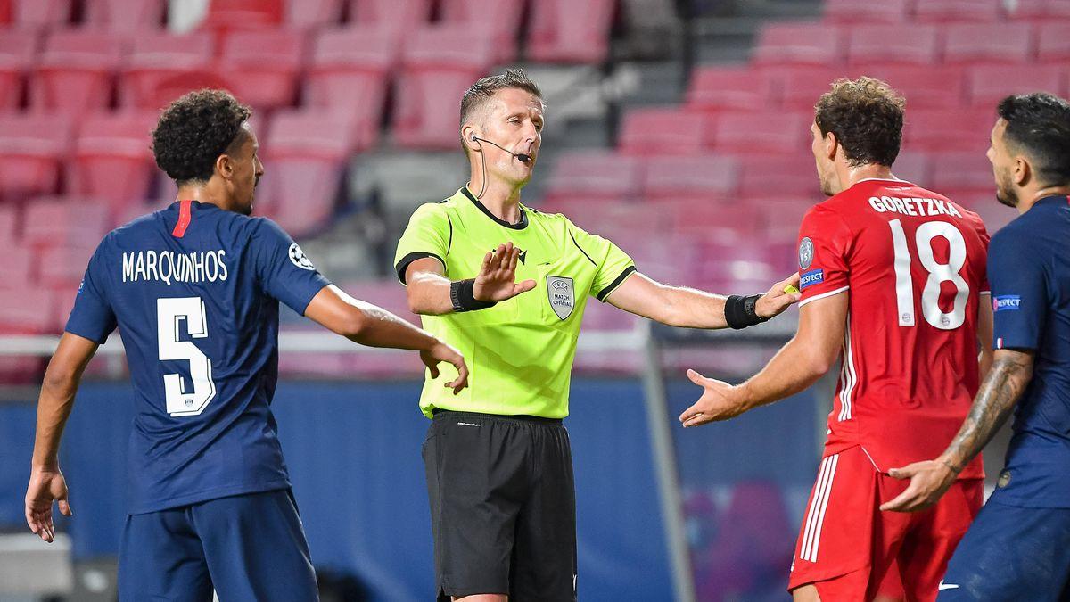 Aufregung kurz vor dem Pausenpfiff: Thilo Kehrer legt Kingsley Coman im Strafraum. Schiedsrichter Daniele Orsato beruhigt Leon Goretzka.