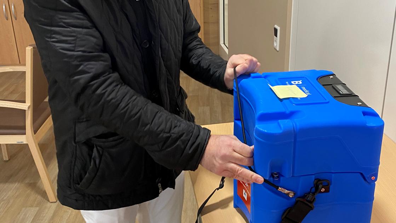 Kühlbox zum Transport des Corona-Impfstoffs