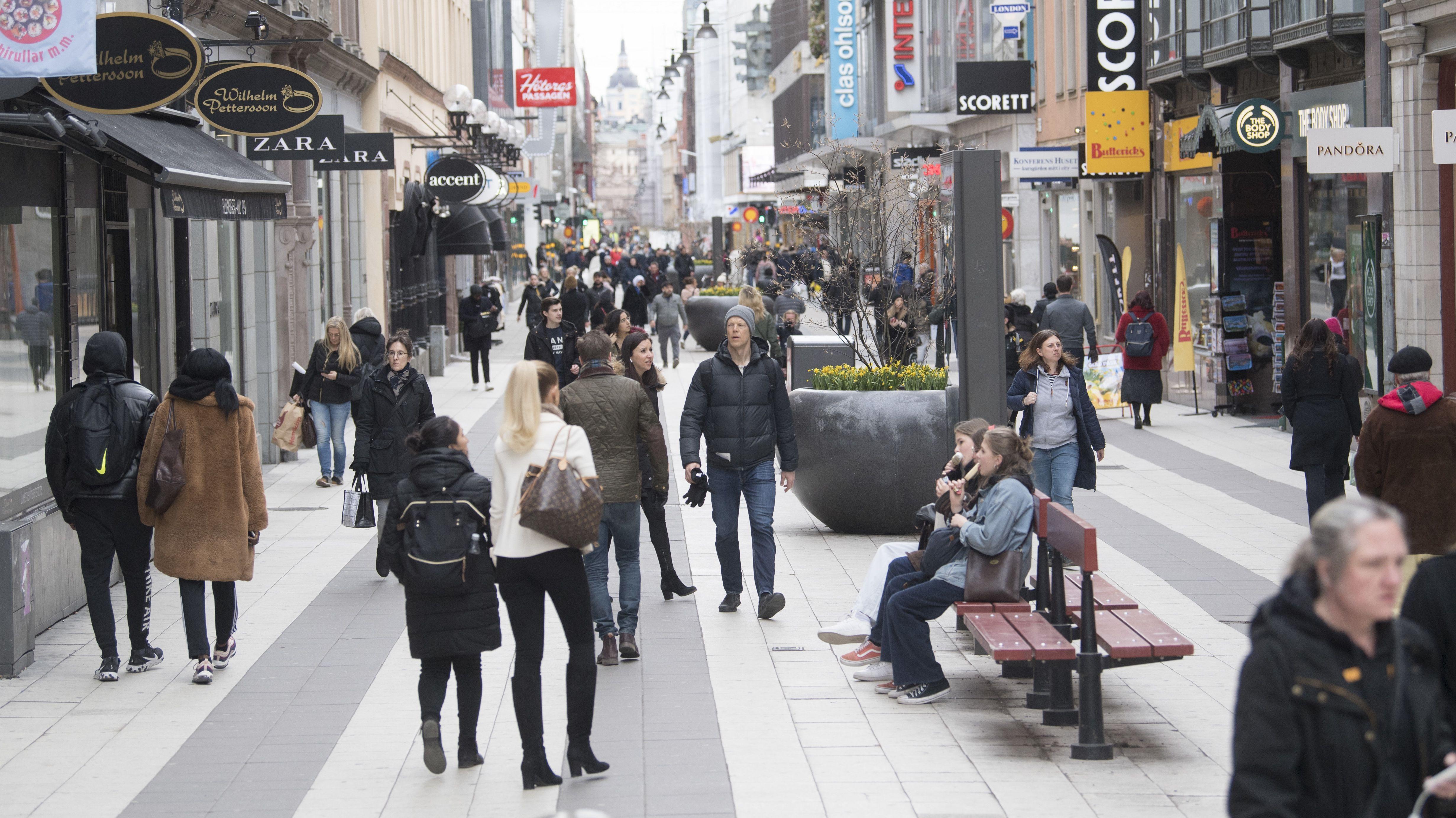 Bislang kaum Einschränkungen in der Coronakrise: Straße in Stockholm am 1. April 2020.
