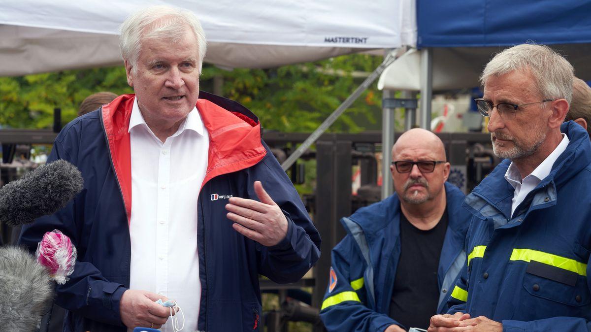 Innenminister Horst Seehofer (CSU, l.) und der Präsident des Bundesamtes für Bevölkerungsschutz und Katastrophenhilfe (BBK), Armin Schuster (r.).