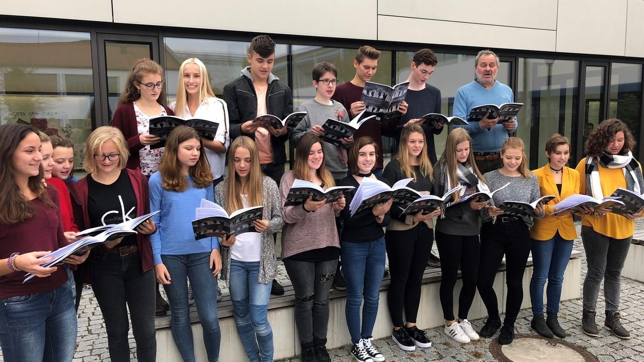 Chor des Maristen Gymnasiums Furth probt für New York