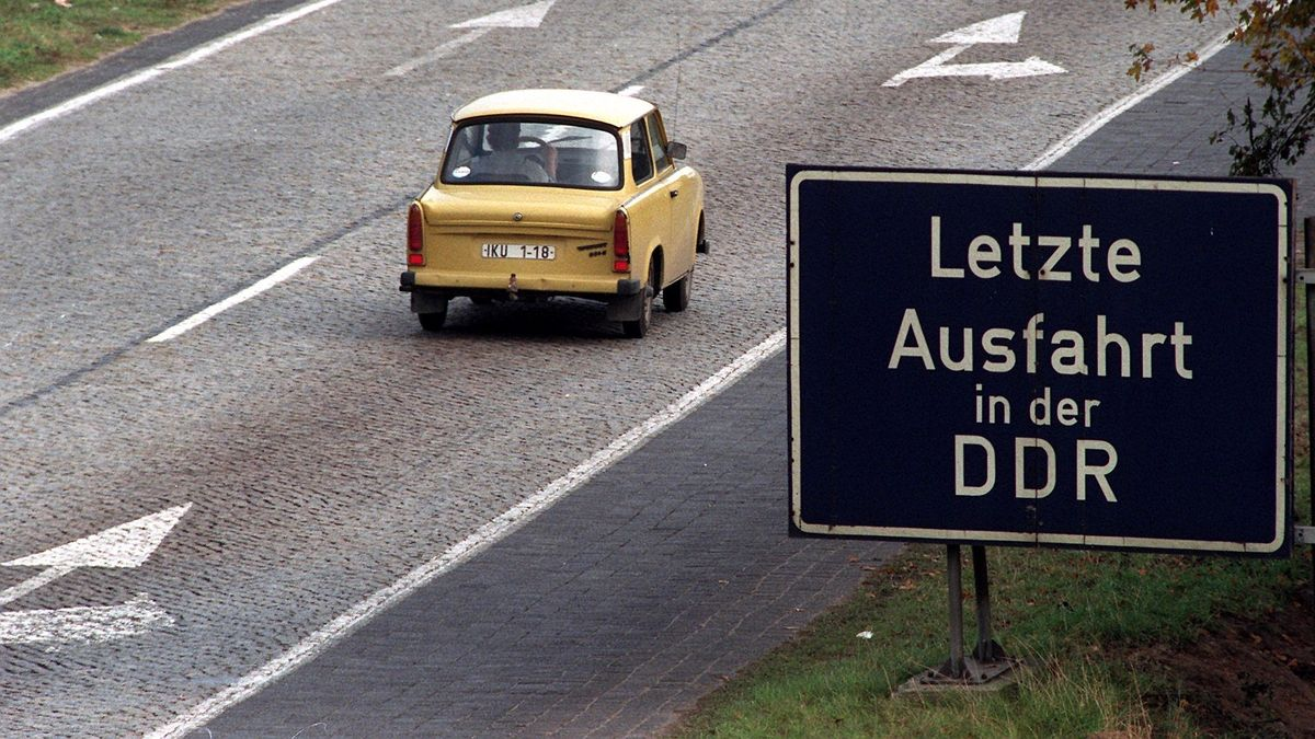 Trabant auf der Autobahn nach Frankfurt/Oder (Archivbild 1990)