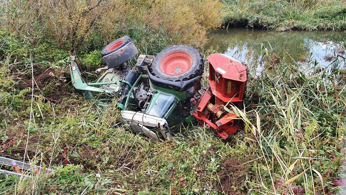 Traktor stürzt in den Main – Fahrer kann sich retten