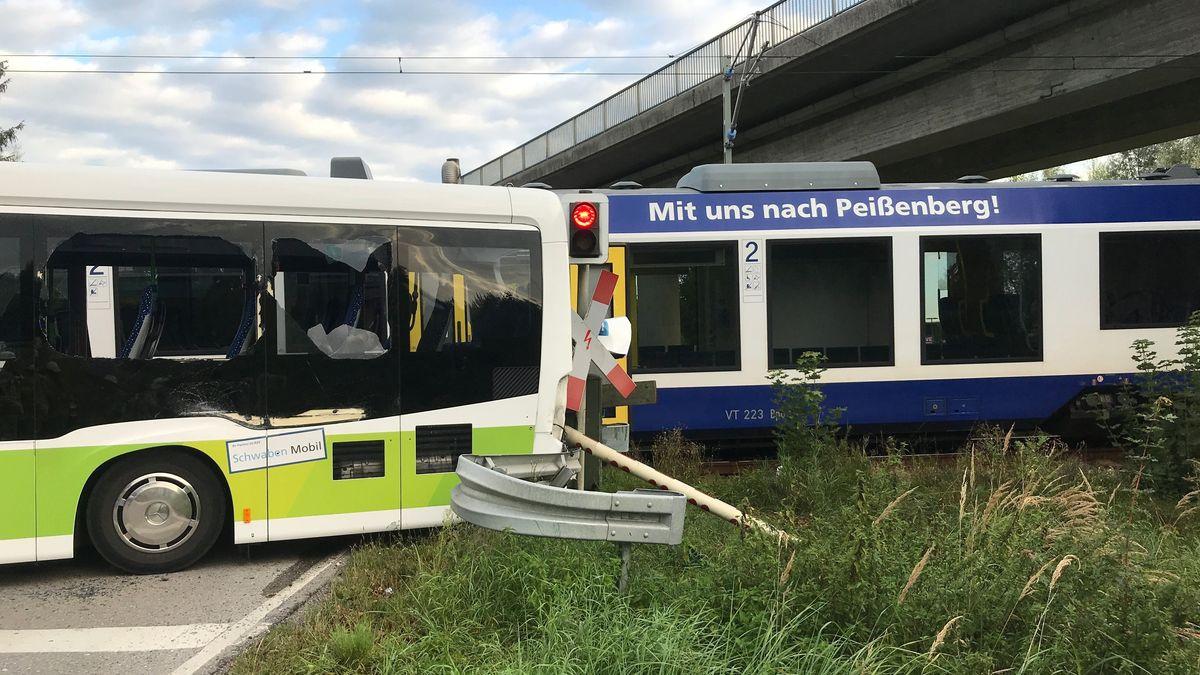 Unfall an einem Bahnübergang in Mering