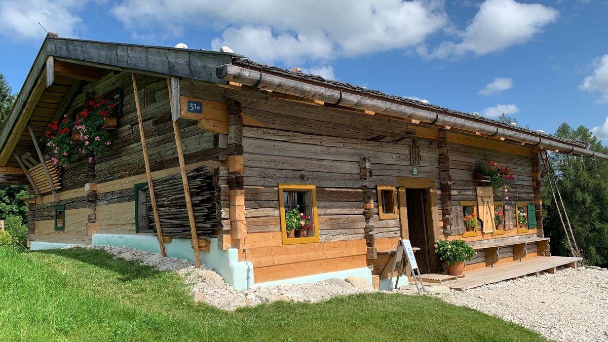 Blockhaus aus historischen Balken im Freilichtmuseum Glentleiten