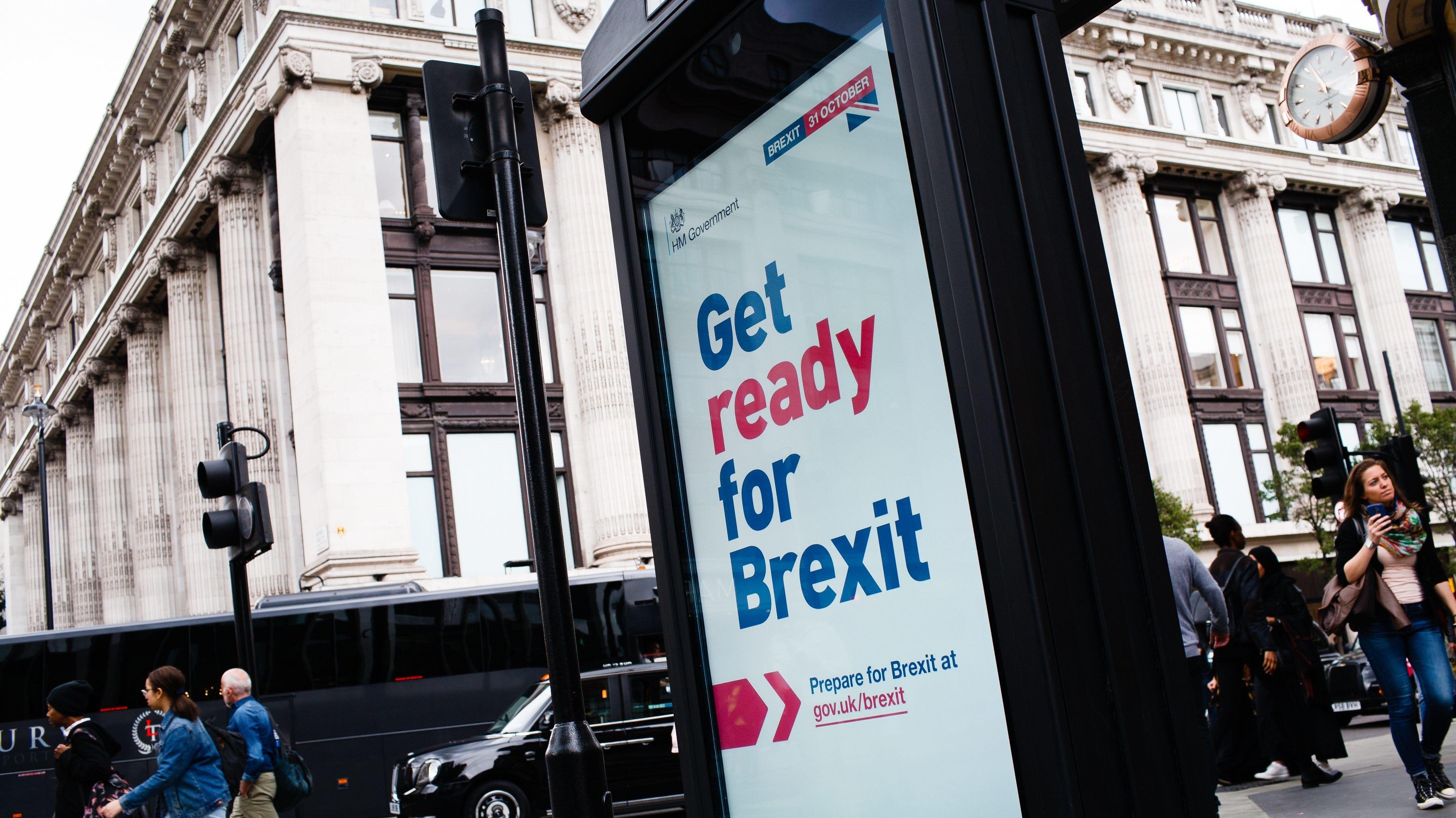Plakat der Regierung weist die Bürger Großbritanniens darauf hin, sich auf den Brexit vorzubereiten