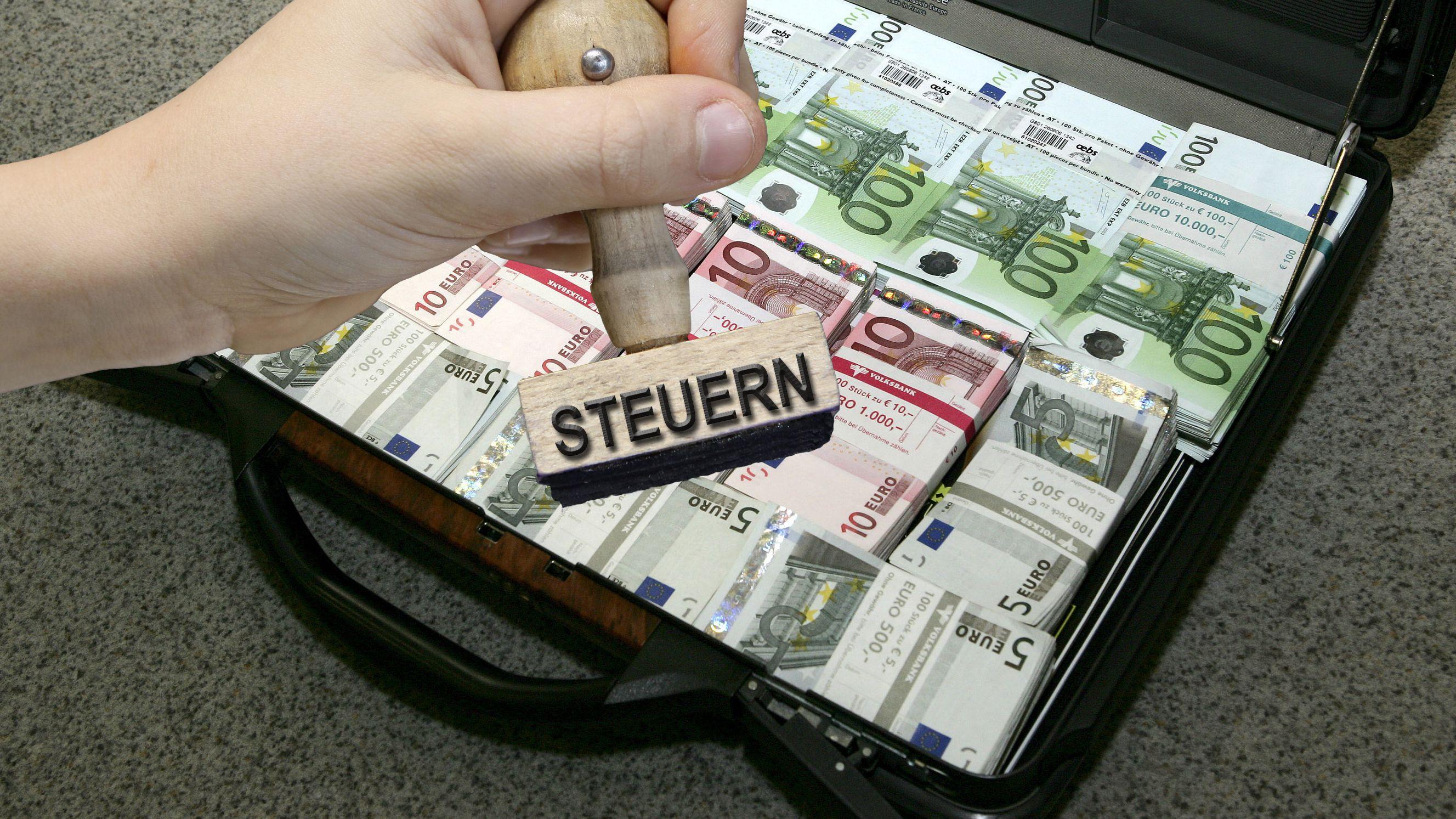 Geldkoffer mit Stempel