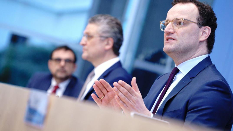 Bundesgesundheitsminister Spahn und Bayerns Gesundheitsminister Holetschek mit RKI-Chef Wieler auf einer Pressekonferenz im Februar
