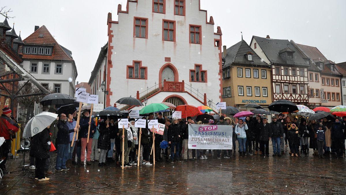 Mahnwache für die Mordopfer von Hanau in Karlstadt