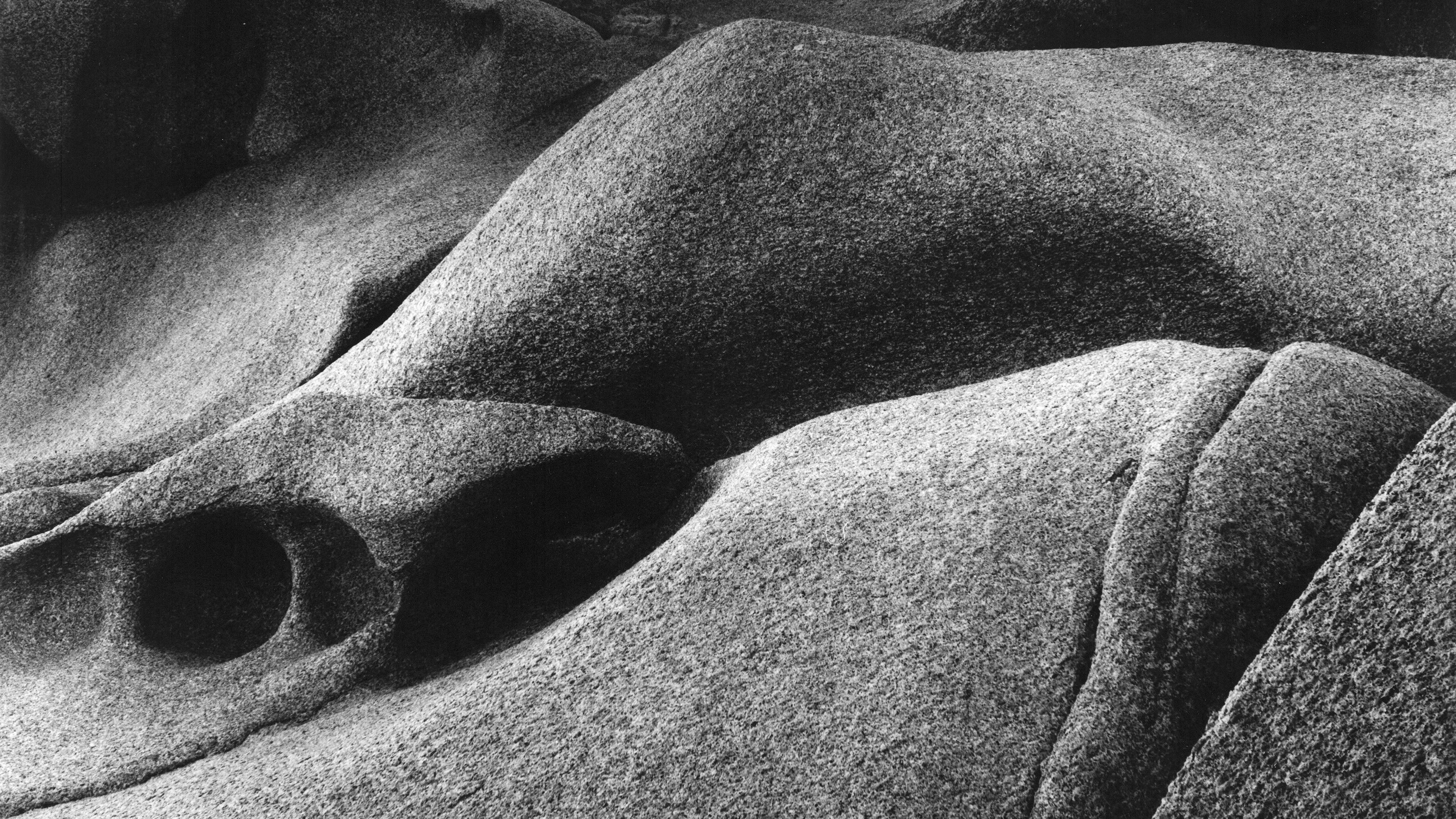 Rundgeschliffene Felsen mit Höhlungen und Rissen (Sardinien), 1984/86