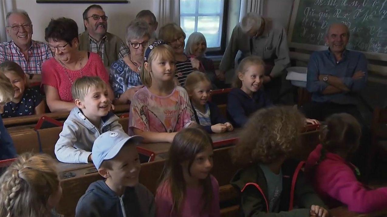 Kinder und Großeltern im Aschacher Museum