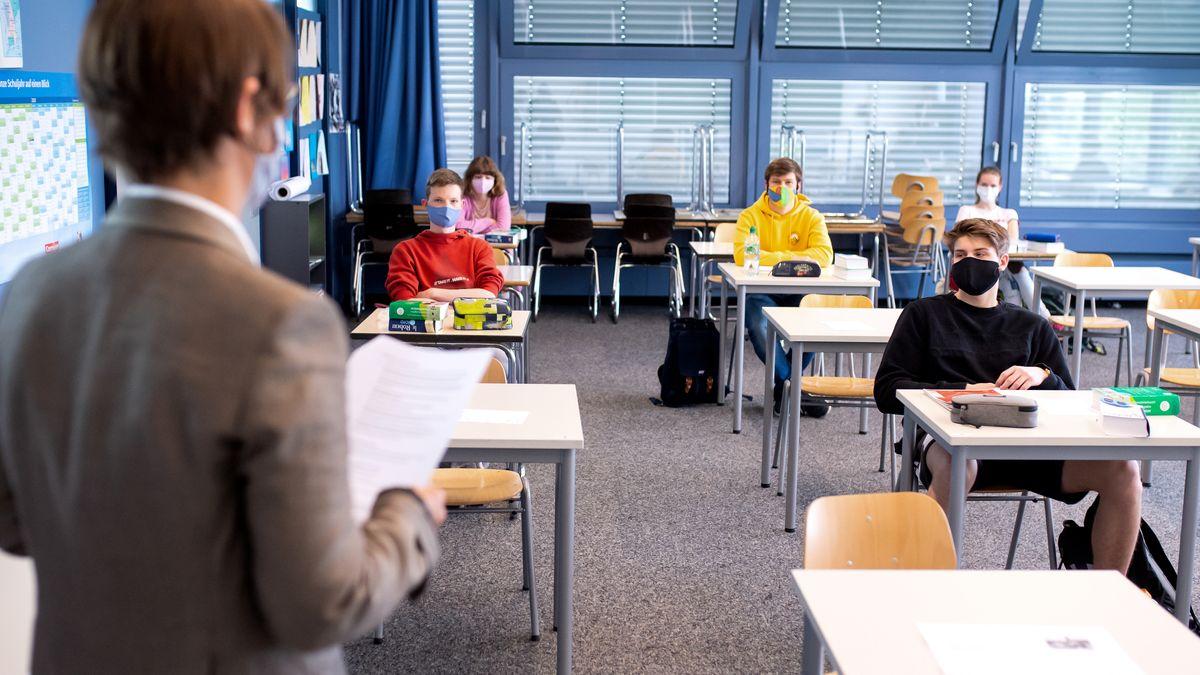 Erster Unterrichtstag mit Abstandsgebot in einer 12. Klasse am Lise-Meitner-Gymnasium