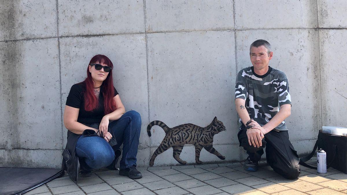 Streetart-Künstler Jamie Paul Scanlon mit seiner Frau Stefanie im Klärwerk in Hausen im Landkreis Main-Spessart