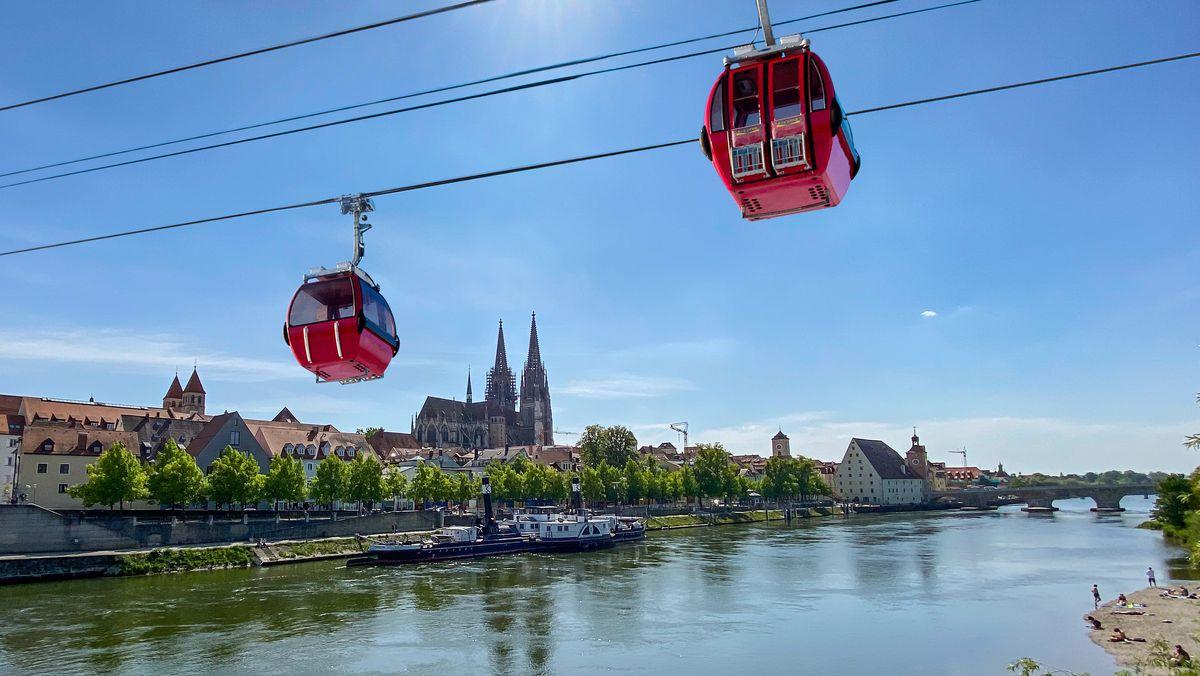 Seilbahn über der Donau in Regensburg (Fotomontage)