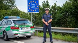Bayerische Grenzpolizei bei Kirchdorf   Bild:pa/dpa/Lino Mirgeler