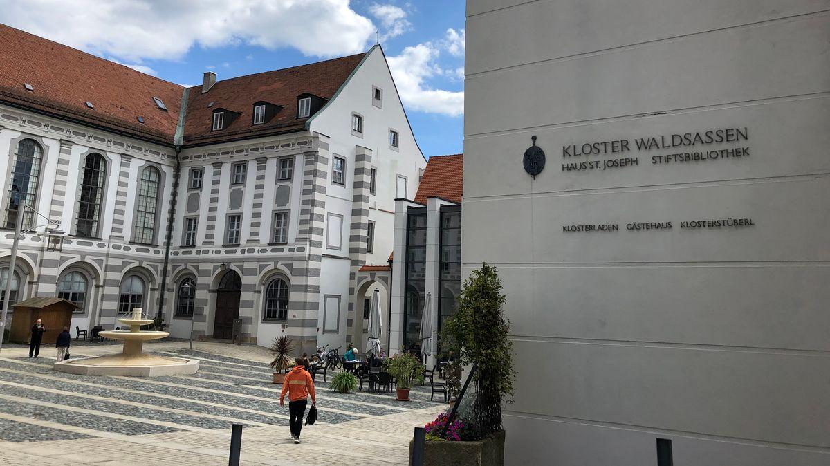 Blick in den Kloster-Innenhof
