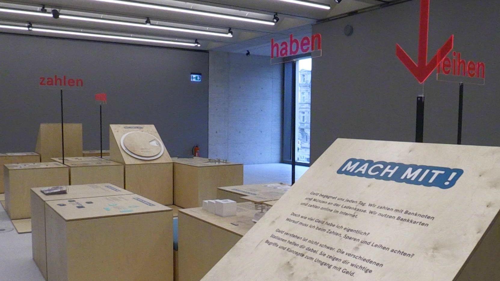 """Blick in die Sonderausstellung """"Mein Geld"""" im Fürther Ludwig-Erhard-Zentrum"""
