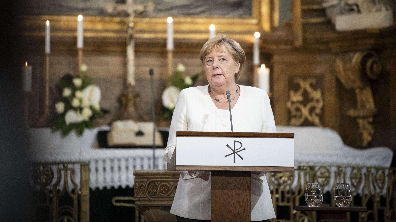 Angela Merkel hält bei den Feierlichkeiten zur ungarischen Grenzöffnung vor 30 Jahren in der Evangelischen Kirche von Sopron eine Ansprache.